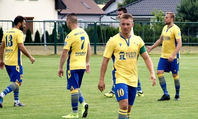 Iskra Szydłowo liczyła na trzy punkty w potyczce z Victorią w Ostrzeszowie, ale ostatecznie 1:0 wygrali gospodarze