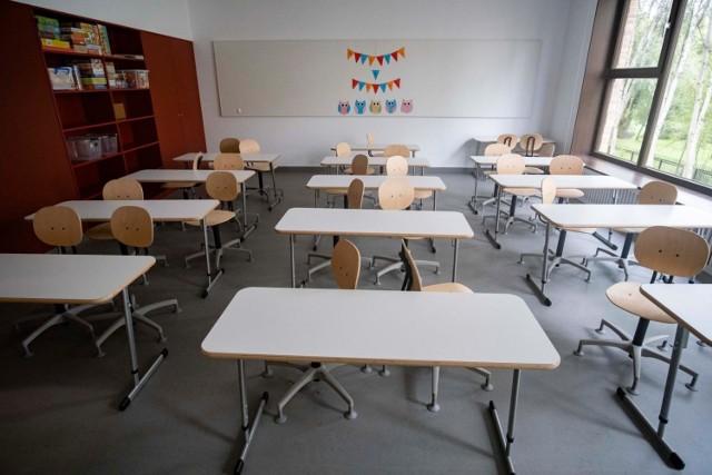 Zgodnie z zaleceniami sanepidu od poniedziałku uczniowie klas 4-8 uczą się zdalnie, natomiast młodsze klasy nadal uczą się stacjonarnie, w szkole.