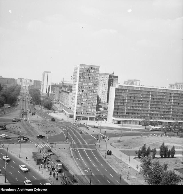 Budynek znajduje się po prawej stronie zdjęcia, lata 70. XX wieku