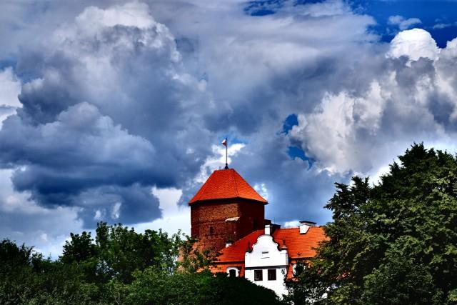 Zamek w Liwie. Historia, ciekawostki, nocleg, restauracje. Budowla, która wciąż strzeże nieistniejącej granicy