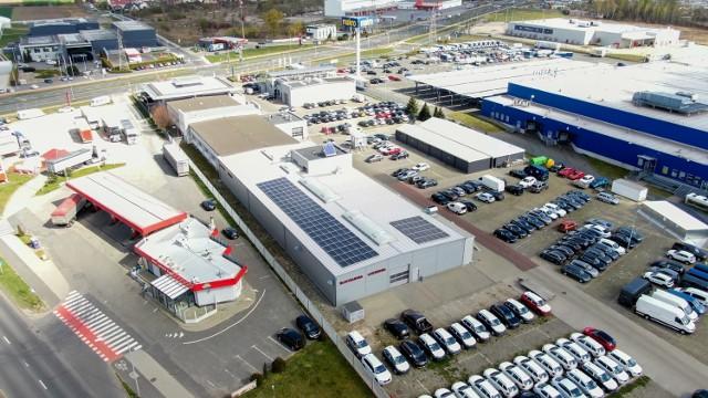 Instalacja fotowoltaiczna o mocy 50 kWp na dachu budynku Ignaszak Auto Salony w Kaliszu