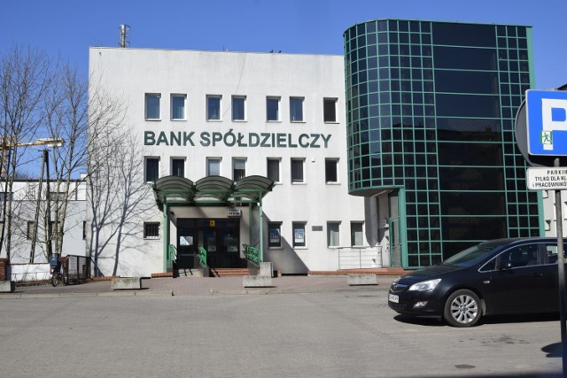 ak podaje portal Spider's Web prokuratura zajęła 1,3 mld zł w Banku Spółdzielczym w Skierniewicach. Istnieje podejrzenie, że zajęte pieniądze mają związek z giełdą kryptowalut Bitfinex i kolumbijskimi kartelami narkotykowymi.