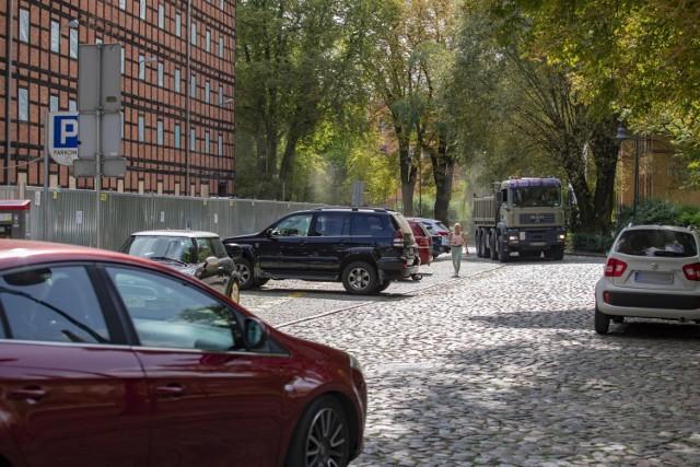 Wyspa Młyńska w końcu zostanie uwolniona od parkujących samochodów.