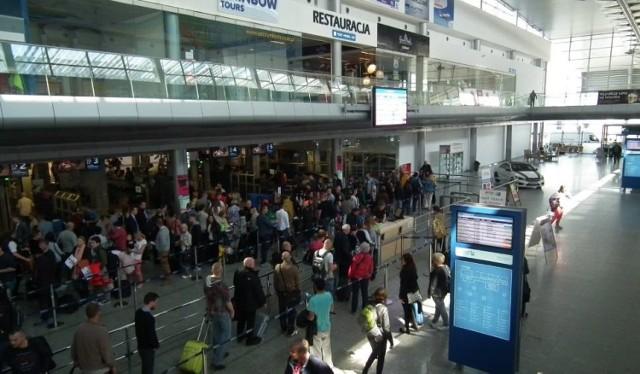 Wzmożonym kontrolom granicznym mają podlegać przede wszystkim podróżni przylatujący do Poznania.