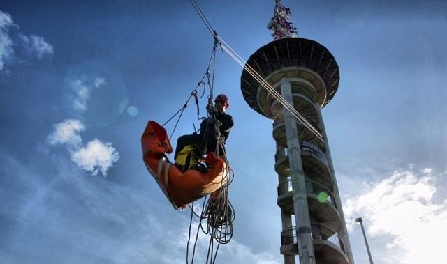 W październiku służby ratownicze ćwiczyły ratowanie ludzi na wysokościach