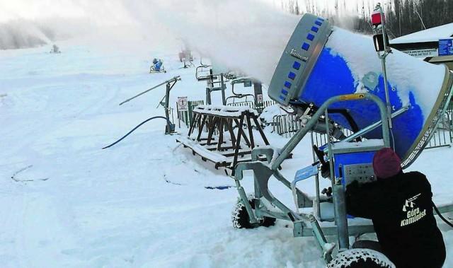 Naśnieżanie stoku rozpoczęto tydzień przed świętami, ale już wiadomo, że narciarze będą musieli jeszcze poczekać...