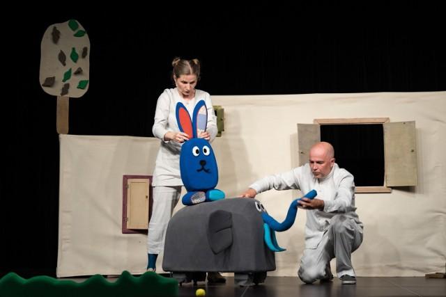 """Teatr Uszyty – """"Kto tam?"""", aktorzy: Katarzyna Kopczyk i Andrzej Kopczyk"""