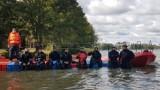 Specjalistyczna Grupa Ratownictwa Wodno-Nurkowego nurkowała nad Jeziorem Białym w Okunince. Zobacz, jak doskonaliła swoje umiejętności