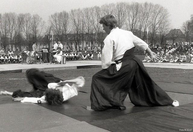 Pokazy aikido na szczecineckim stadionie, koniec lat 80. XX wieku