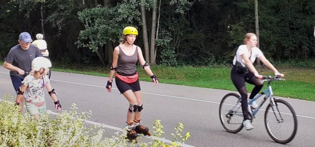 Na Muchowcu w weekend spotkać można miłośników rolek, rowerów, biegania i zwykłych spacerów  Zobacz kolejne zdjęcia. Przesuwaj zdjęcia w prawo - naciśnij strzałkę lub przycisk NASTĘPNE