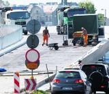 Wrocław: Kończą się wakacje, a remonty dróg trwają