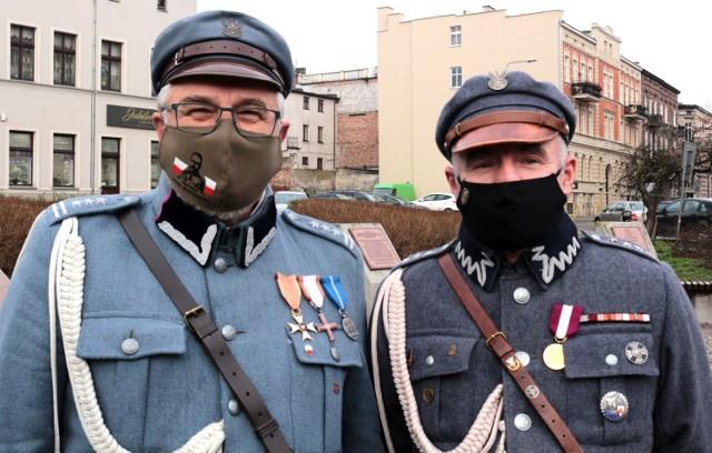 Grudziądzanie pamiętali o rocznicy - w tym roku 153. - urodzin  Józefa Piłsudskiego. Rocznicę obchodzono skromnie, z powodu pandemii. Znicz postawiono też pod tablicą Juliusza Słowackiego, ulubionego pisarza  marszałka.