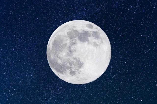 Superksiężyc możemy obserwować z naszych balkonów, bez wychodzenia z domów