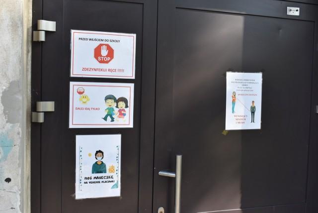 Szkoła w Bytnicy jest obecnie zamknięta przez koronawirusa. Wszystko wskazuje na to, że uczniowie wrócą do placówki w najbliższy poniedziałek, o czym mówi wójt Sebastian Bartczak.