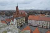 Co możemy zobaczyć z wieży świebodzińskiego Ratusza, czego nie dostrzegamy przemierzając ulice miasta?