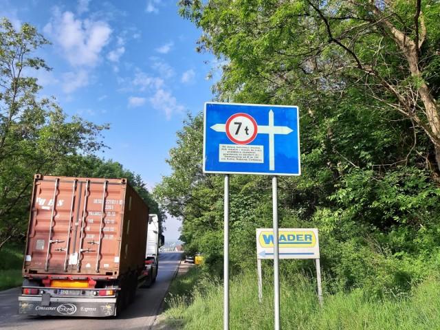 Władze Sławkowa protestują, bo nie chcą u siebie tirów po zamknięciu dla nich ul. Strzemieszyckiej