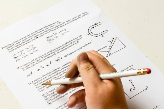 Która publiczna szkoła podstawowa w powiecie białobrzeskim najlepiej uczy? Okręgowa Komisja Egzaminacyjna opublikowała średnie wyniki egzaminu ósmoklasisty 2021 z poszczególnych przedmiotów w podstawówkach w powiecie grójeckim.