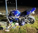 Pijany i bez uprawnień jechał motocyklem - rozbił się na przystanku autobusowym