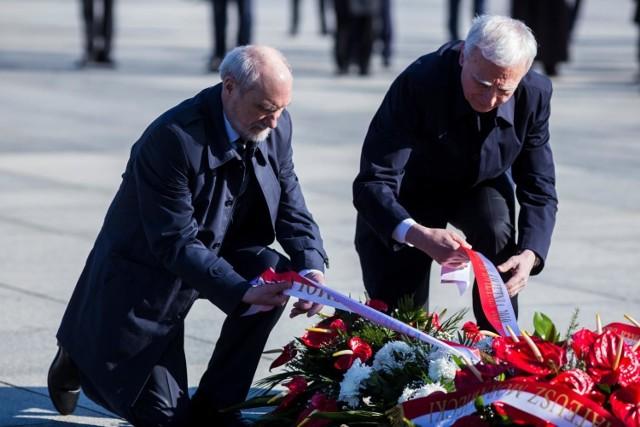 Obchody 10. rocznicy katastrofy smoleńskiej na placu Piłsudskiego w Warszawie.