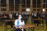 Matura 2021. W ostrowieckich szkołach rozpoczął się egzamin z języka polskiego (ZDJĘCIA)