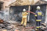 10 jednostek straży przez ponad 6 godzin walczyło z pożarem zakładu stolarskiego [ZDJĘCIA]