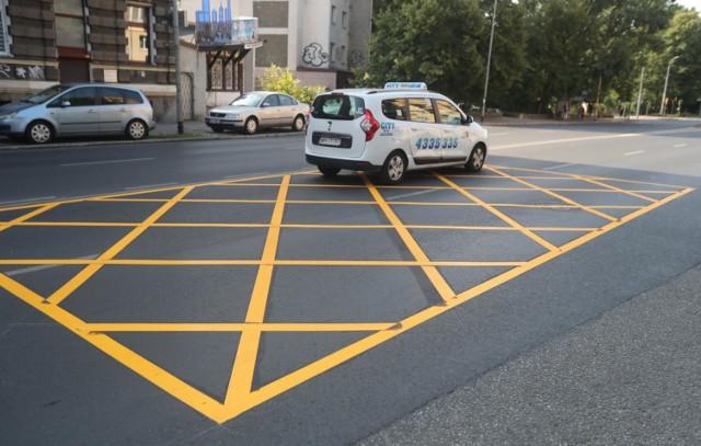 Yellow boxy, czyli żółte skrzyżowania w Warszawie? Radny przedstawia lek na korki w stolicy