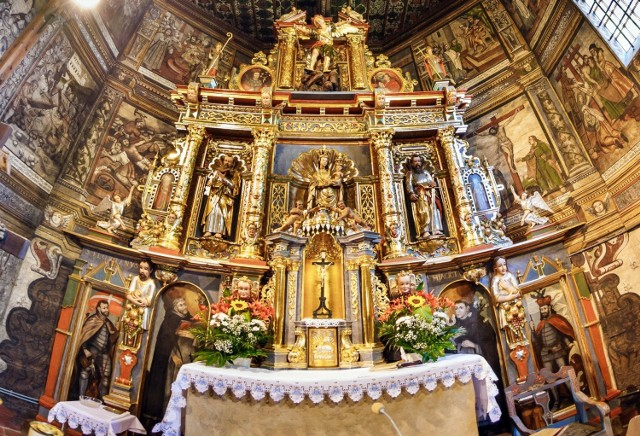 Świątynia św. Michała Archanioła w Binarowej, wspaniała perła na małopolskim Szlaku Architektury Drewnianej, w 2003 r. została wpisana na prestiżową Listę Światowego Dziedzictwa Kulturowego i Naturalnego UNESCO