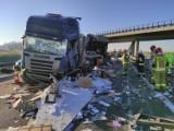 Wypadek na A2: Tir uderzył w barierkę. Autostrada zablokowana na kilka godzin