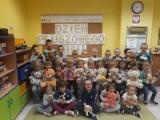 """Przedszkole """"Przyjaciół Książki"""" w Sierakowie zakończyło projekt """"Sieraków i Przyjaciele czytają Małemu Misiowi"""""""