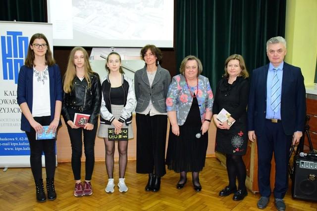 Promocja książki Anny Tabaki o Tadeuszu Kulisiewiczu w II LO w Kaliszu