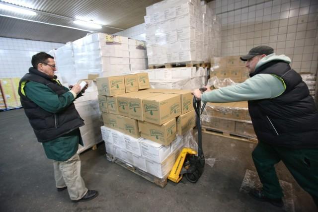 Podczas pandemii koronawirusa rośnie liczba osób potrzebujących. Pomaga im Bank Żywności