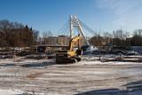 Bydgoszcz. Trwa rozbiórka budynków przy ul. Królowej Jadwigi. Powstaną tam nowe mieszkania [zdjęcia, wideo]