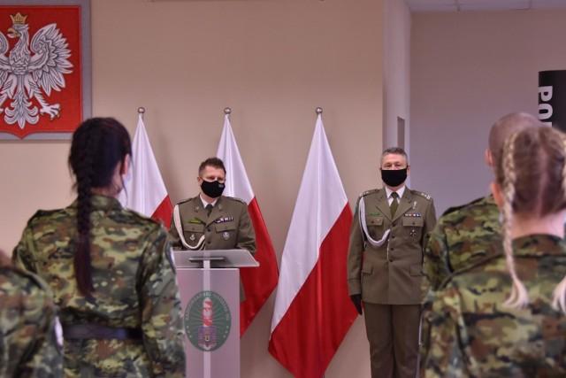 W czwartek, 24 grudnia w Nadodrzańskim Oddziale Straży Granicznej w Krośnie Odrzańskim odbyło się uroczyste ślubowanie ośmiu nowych funkcjonariuszy SG.