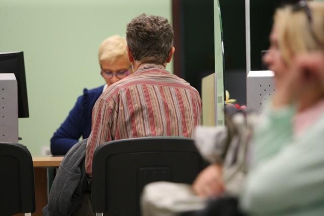 Z każdym rokiem coraz więcej osób wnosi o wyliczenie i wypłatę emerytury za pracę w Polsce i w Niemczech. Od początku roku do opolskiego ZUS trafiło 3978 takich podań, a w minionym 2020 r. było ich 5244.
