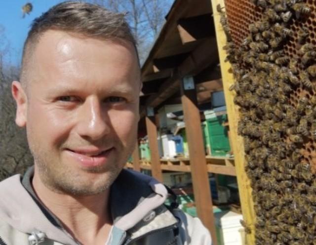 Bliscy pana Piotra założyli zbiórkę na portalu zrzutka.pl. I udało się. Lubuszanie nie pozostali obojętni. Udało się szybko odbudować pasiekę.