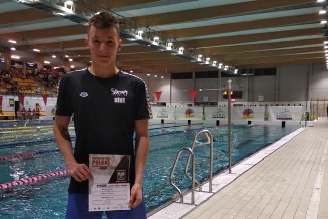 Jakub Śliwka podczas Zimowych Mistrzostw Polski Juniorów lat 16 w pływaniu