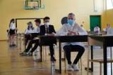 Rozpoczyna się egzamin ósmoklasisty 2021. Czego można się spodziewać na teście?