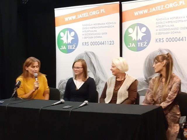 Od lewej: Iwona Simon z Fundacji Ja Też, Emilia Kochańska, Danuta Kochańska i Julia Lewańczyk z Teatru Muzycznego w Gdyni.