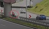 Wypadek motocyklisty na DTŚ - zobacz WIDEO. Wjechał w bariery, trafił do szpitala. Sprawę wyjaśnia policja
