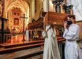 Szczątki dawnych mieszczan spoczęły w krypcie kościoła św. Mikołaja. Ponowny pochówek kości odnalezionych w czasie remontu budowli