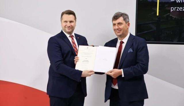 Minister Przemysław Czarnek wręczył nowemu rektorowi AZ status nowej uczelni