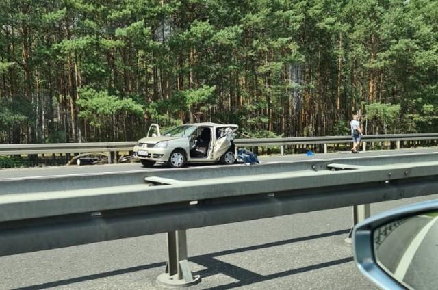 Na skutek zderzenie dwóch osobówek, droga S3 w kierunkach Zielonej Góry nadal jest zablokowana. Ruch w kierunku Gorzowa został puszczony.