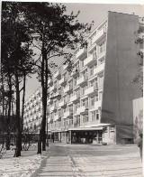 Toruń. Pół wieku temu została przecięta wstęga w szpitalu na Bielanach. Otwarty również został popularny klub [Zdjęcia]