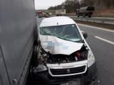 Groźnie wyglądający wypadek trzech samochodów pod Wrocławiem (ZDJĘCIA)