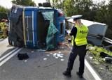 AKTUALIZACJA. Wypadek na drodze krajowej nr 20 z Bytowa do Kościerzyny. Kierowca w szpitalu