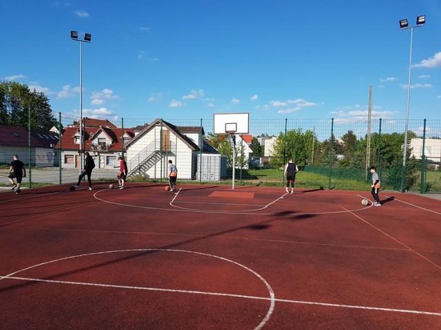 Wprowadzono w życie trzeci etap przywracania aktywności sportowej w Polsce. Kluby w naszym powiecie pomału wracają do treningów. Odwołane zostały natomiast kolejne wydarzenia, które były zaplanowano na okres wakacyjny.