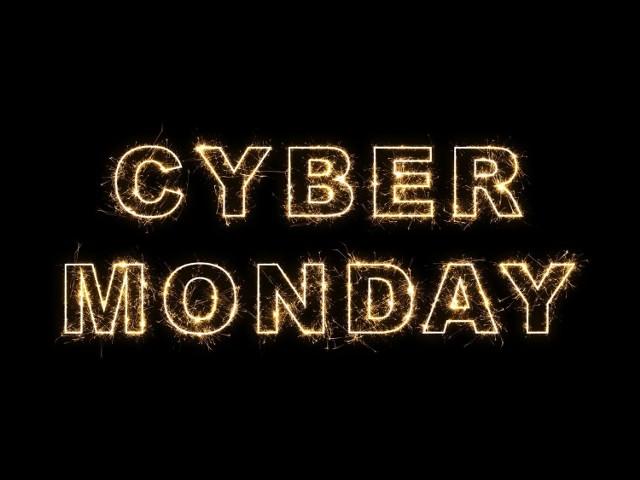 W poniedziałek, 30 listopada ruszył Cyber Monday, jest doskonałą okazją do zakupów perfum, produktów do pielęgnacji ciała i kosmetyków po promocyjnych cenach. Prezentujemy hity cenowe wśród artykułów z drogerii: Sephora, Douglas, Hebe i Natura. Jak co roku, przed akcją Cyber Monday szukaliśmy w sklepach internetowych wiodących drogerii najlepszych cenowych okazji wśród oferty dla mężczyzn.