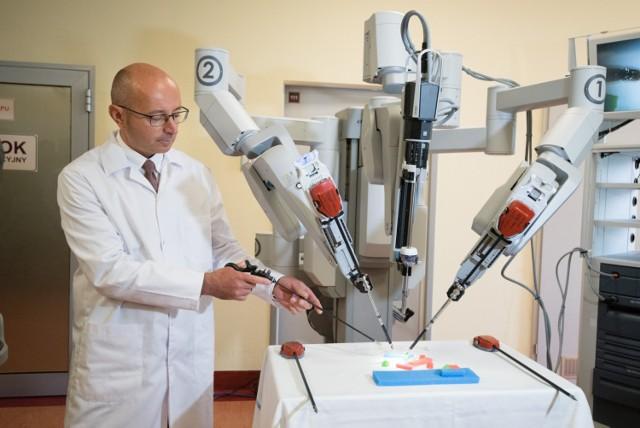 Toruń: Robot da Vinci w szpitalu przy ul. Batorego [ZDJĘCIA]