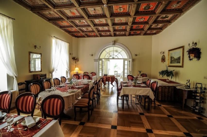 """Pałac na sprzedaż. Możesz zamieszkać w pałacu w Bugaju za """"jedyne"""" 8,5 mln złotych"""