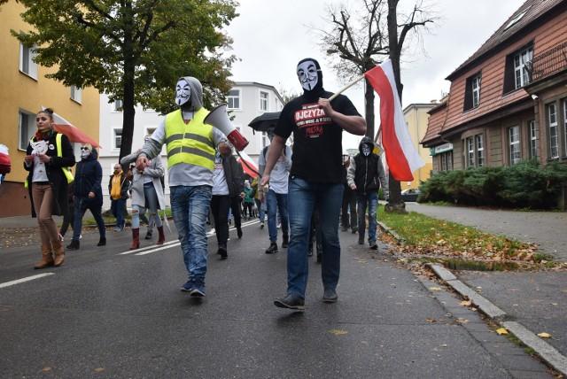 Marsz przeciwko pandemii w Pile